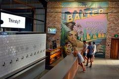 Wewnętrzny widok Balter microbrewery pub w Currumbin, Australia zdjęcie stock