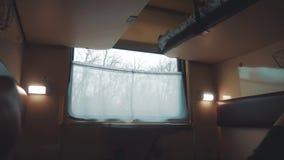 Wewn?trznego furgonu kolejowy fracht w?rodku linia kolejowa samochodu Pojęcie podróży styl życia podróży pociąg Widok pi?kny od zbiory