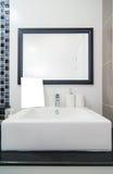 Wewnętrzny bathtoom w luksusu domu Obrazy Royalty Free