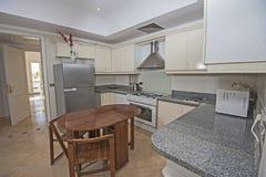 Wewnętrzny projekt luksusowa mieszkanie kuchnia Zdjęcie Royalty Free