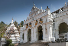 Wewrukannala buddistisk tempel i Sri Lanka arkivbild