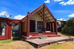 Whakarewarewa maoriby, Rotorua Det gammalt och det nytt fotografering för bildbyråer