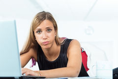 What a bore this kind of job. Woman expressing her big boredom about a data entry or some kind of repetitive task on her pc Royalty Free Stock Photos