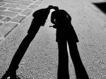 Couple sunny kiss Royalty Free Stock Photos