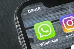 Whatsapp-Bote-Anwendungsikone auf Apple-iPhone X Smartphone-Schirmnahaufnahme Whatsapp-Bote-APP-Ikone Social Media-Ikone Lizenzfreie Stockfotos