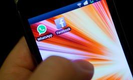WhatsApp och Facebook Royaltyfri Foto