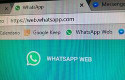 Whatsapp sieci URL z swój stroną ten ogólnospołeczna sieć dla gadki i bookmark, obraz stock