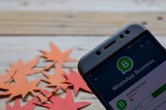 WhatsAppzaken app op smartphone stock foto