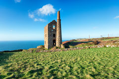 Wheal Owles engine house. On cliffs at Botallack on the Cornwall coast Stock Photos