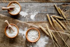 Free Wheat And Rye Ear For Flour Production On Wooden Desk Background Top View Stock Images - 100591474