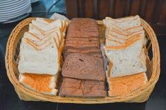 Wheaten brödskivor för frukost Arkivfoto