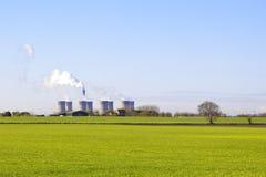 Wheatfield und Kraftwerk Lizenzfreie Stockbilder