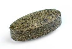 Wheatgrass spirulina在白色隔绝的superfood片剂 免版税库存图片