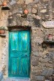 Wheathered drzwi w Pigna, Corsica Zdjęcia Stock
