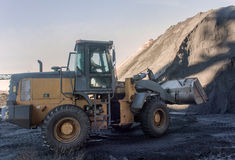 Wheel loader machine loading coal Royalty Free Stock Photos