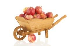 Wheelbarrow κόκκινα μήλα Στοκ Φωτογραφία