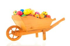 Wheelbarrow Easter jajka fotografia royalty free