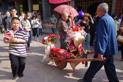 Wheelbarrow w luodai starym miasteczku Obrazy Royalty Free