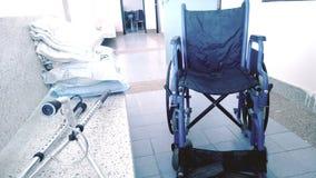 Wheelchairsomdet lokala folket skulle sitta Arkivbilder
