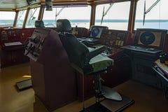 Wheelhouse i modernt skepp Royaltyfria Bilder