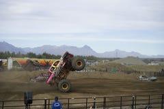 Wheelie de Monstertruck imagen de archivo