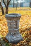 Wheeliebehälter im Park. lizenzfreies stockfoto