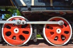 2 wheelsets локомотива с тормозом и приводным механизмом Стоковая Фотография