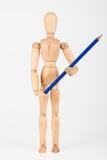 站立与颜色铅笔的小木时装模特隔绝在whi 图库摄影