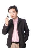 有他新的汽车钥匙的亚裔英俊的人,隔绝在whi 库存图片