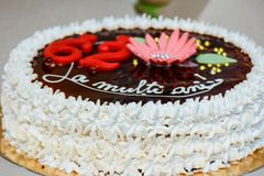 Cake. Whipped cream cake with chocolate saying happy birthday in Romanian Royalty Free Stock Photos