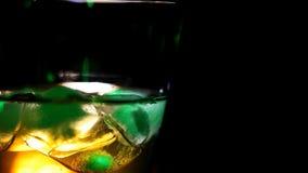 Whiskey alla barra stock footage
