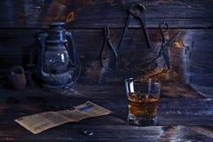 Whiskey dans le vieil atelier Image stock