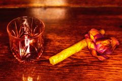 Whiskey drinks with cigars on wooden Royalty Free Stock Photography