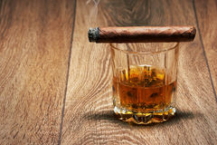 Whiskey e sigaro fotografia stock
