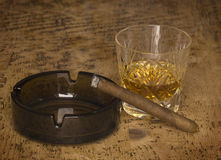 Whiskey e sigaro Immagini Stock