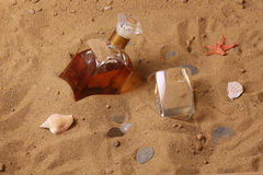 Whiskey e vecchie monete Fotografia Stock