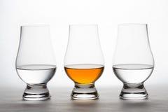 Whiskey e vodka in Crystal Tasting Glasses Fotografie Stock