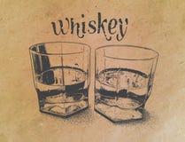Whiskey en verres sur le fond de papier gravé Photos stock