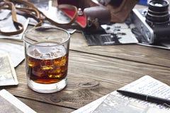 Whiskey et appareil-photo photo stock
