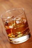 whiskey för kallt exponeringsglas royaltyfri foto