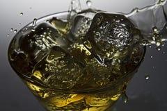 Whiskey på vaggar Royaltyfri Foto