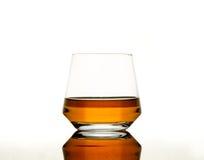 Whiskey su tabel riflettente Fotografie Stock Libere da Diritti