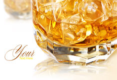 Whiskey sur les roches images stock