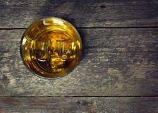 Whisky, borbón, brandy, o coñac en la tabla del registro Imagenes de archivo