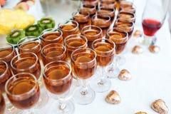 Whisky, bourbon, szampan, wino i owoc, fotografia royalty free