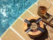 Whisky, cigarros, y sol Imágenes de archivo libres de regalías
