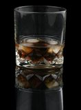 Whisky con cola sulle rocce fotografie stock