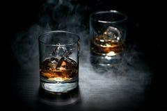 Whisky con hielo en la barra Foto de archivo libre de regalías