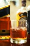 Whisky con un hielo Fotos de archivo libres de regalías