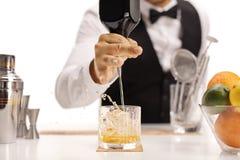 Whisky de colada del camarero Imagen de archivo libre de regalías